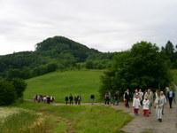 Lengenfelder Wallfahrer pilgern entlang der Keudelskuppe