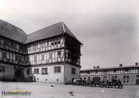 Keudelstein - Blick zum Innenhof mit landwirtschaftlichen Wagen